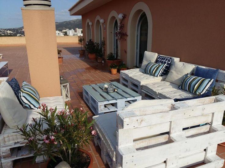 Große Dachterrasse Mit DIY Sitzmöbeln. #Balkon #Terrasse #Einrichtung #DIY #