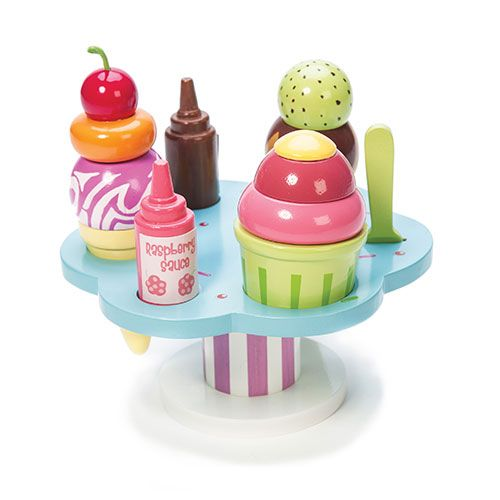 A beautiful painted wooden gelato stand.  Features include 3 ice-creams with interchangeable toppings, 2 sauce bottles and a spoon.  H: 155mm Dia. 167mm  3+ assembled