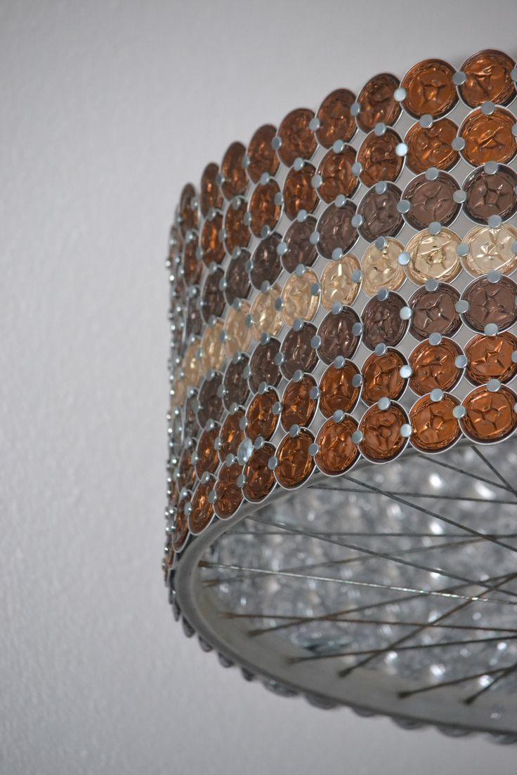 Gerade ist auch die grosse Leuchte aus Kaffeekapseln eingetroffen. Eine besonders schöne Deckenleuchte - nicht nur für Kaffeeliebhaber.