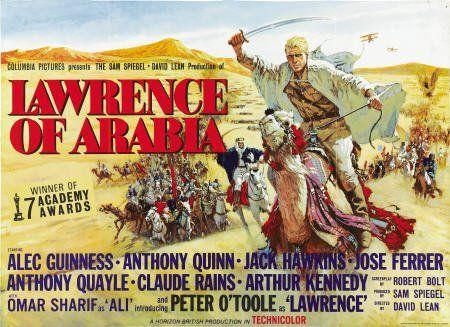 Quando rientrai a casa, mia moglie mi stava aspettando  ancora sveglia. Era in pigiama e stava guardando la videocassetta  di Lawrence d'Arabia, con un cardigan sulle spalle.  Era la scena in cui Lawrence, dopo tante peripezie, riesce  ad attraversare il deserto e a raggiungere finalmente il Canale  di Suez. Yukiko aveva visto quel film già tre volte.  Diceva che era cosí bello che non si sarebbe mai stancata  di guardarlo. [Nel link una clip di Lawrence d'Arabia di David Lean]