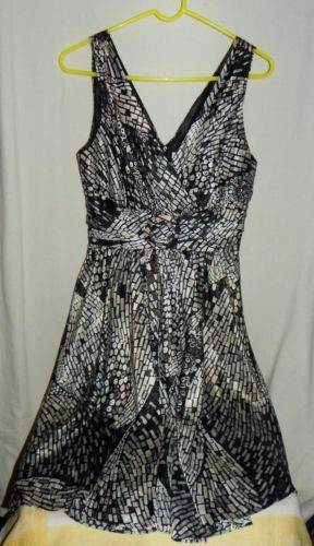 Womens-White-House-Black-Market-Black-Silver-Sleeveless-Fit-N-Flare-Dress-Sz-6