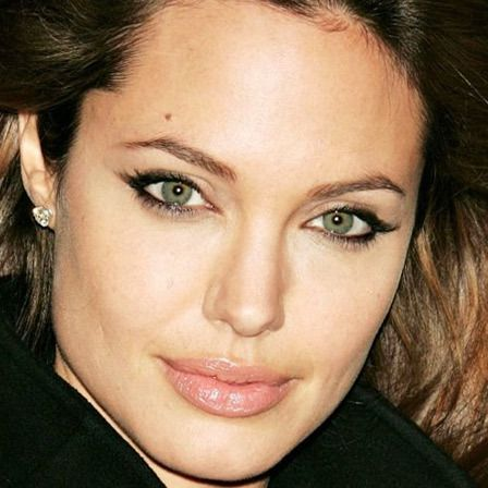 10 Famous Celebrities With Beauty Marks