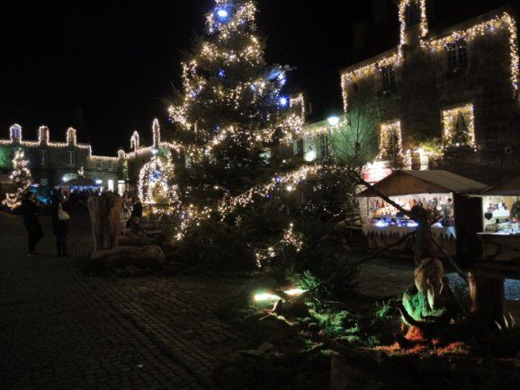 Locronan.  Sublimes illuminations de Noël