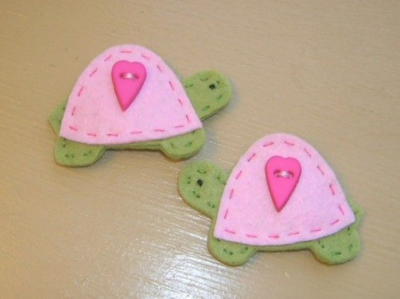 Felt Turtles with Pink Shells Hair Clips por MyFamilyTies en Etsy