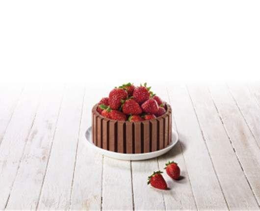 Kit kat cake con fresones