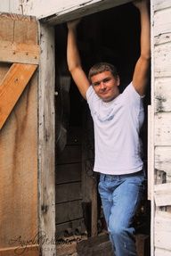 male senior picture poses | Cool Guy pose for senior pictures