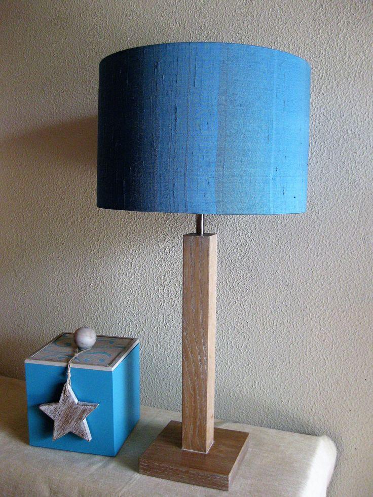 Candeeiro madeira castanho veteado a branco com abatjour seda selvagem azul
