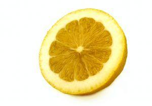 Como usar um limão para clarear a sua pele