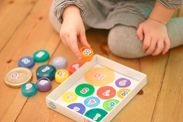 Manualidades recicladas: juegos hechos con tapas de plastico