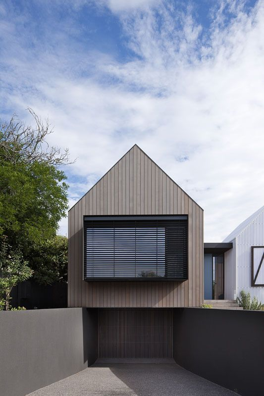 vertical wood cladding, Seaview House / Jackson Clements Burrows Architects