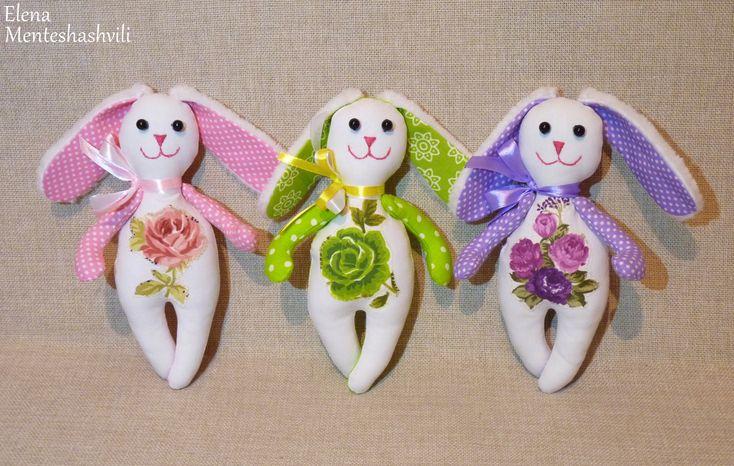 Зайцы. Весенние первоцветы.