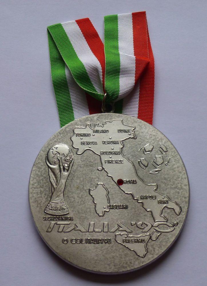 Fifa World Cup 1990 Medal Coppa Del Mondo Fifa Italia 90 Football Soccer Ebay Copa Del Mundo Mundial De Futbol Futbol Internacional