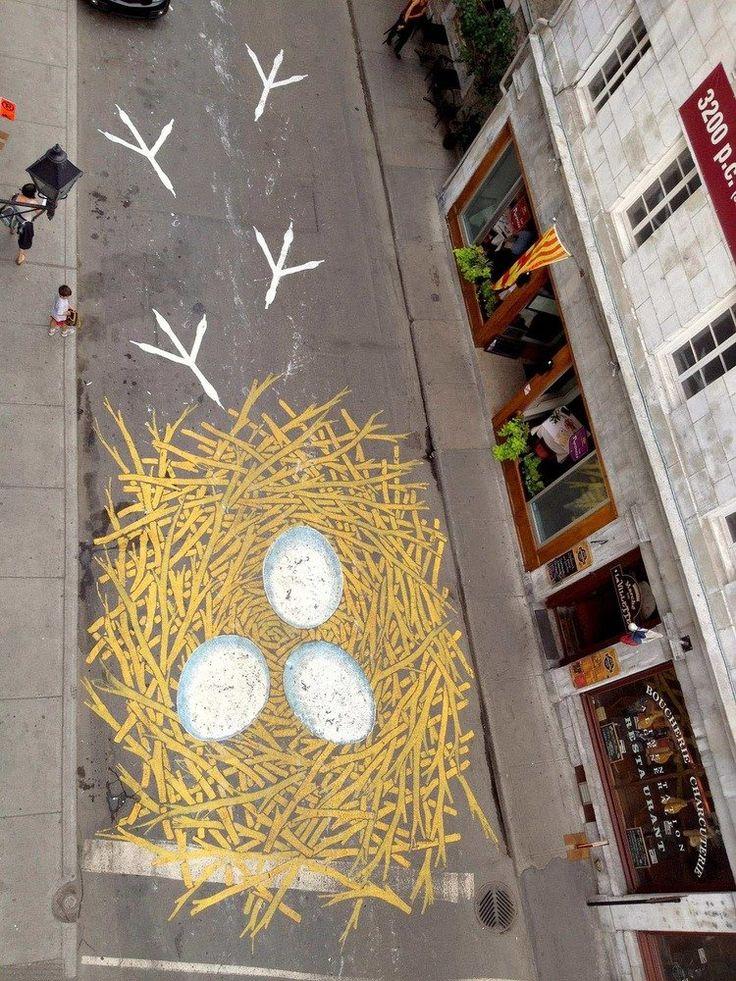 Уличные рисунки на асфальте от Roadsworth http://kleinburd.ru/news/ulichnye-risunki-na-asfalte-ot-roadsworth/  Канадский уличный художник, известный под псевдонимом Roadsworth, оригинально и ловко использует асфальт, как холст для своих произведений уличного искусства. Нередко хорошо различимые только с небольшой высоты или определённого ракурса, его работы затрагивают разные темы, от кризиса с беженцами и современного потребительства до красоты природы. 1. 2. 3. 4. 5. 6. 7. 8. 9. 10. 11…