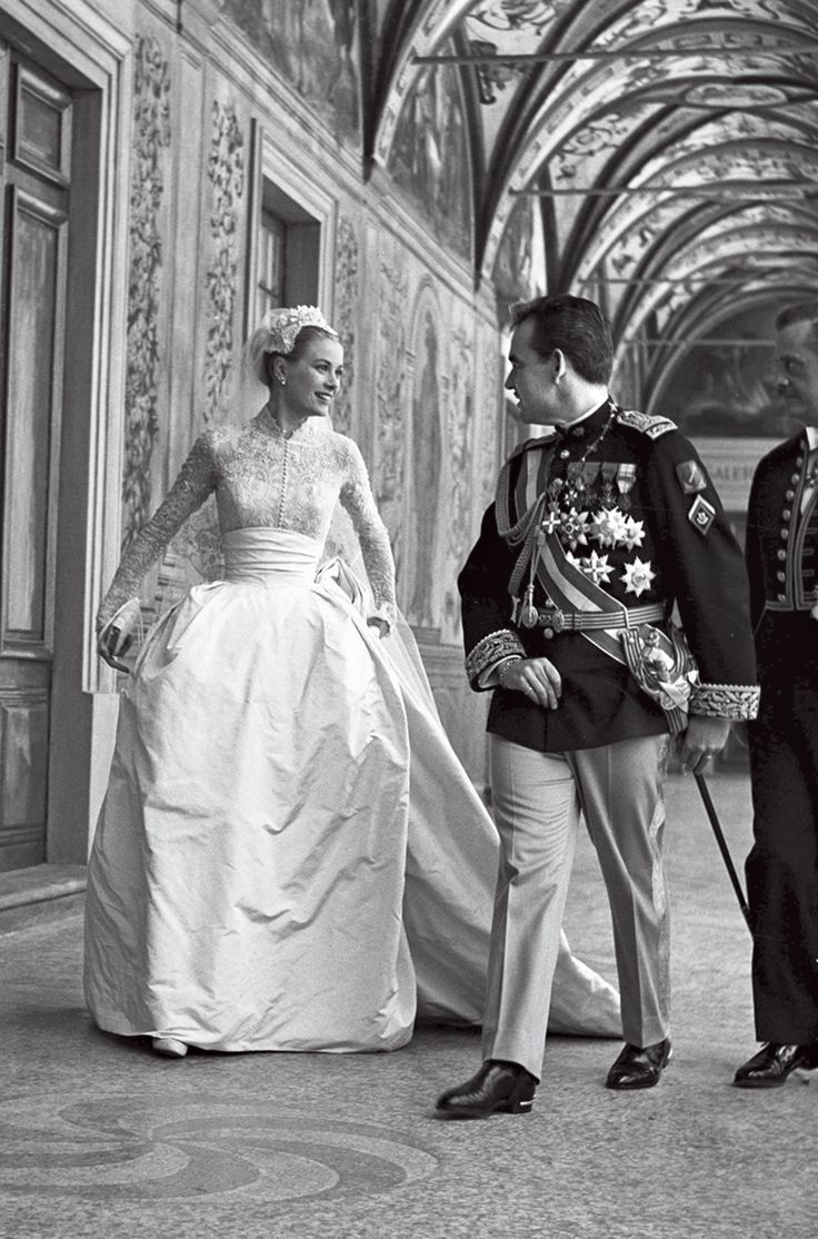 """Rarely Seen Photos From Grace Kelly's """"Wedding of the Century,"""" 60 Years Ago"""