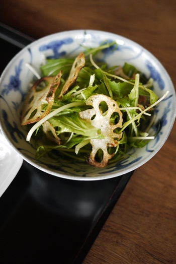 Organic Japanese Mizuna Greens and Renkon  Lotus Root Chips Salad|水菜とレンコンのサラダ