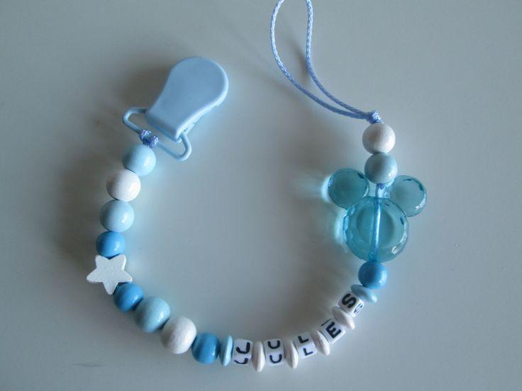 Attache tétine personnalisable - thème Mickey bleu et blanc. 11.00 euros A retrouver sur ma page facebook : https://www.facebook.com/Les-Bobinettes-1699438450336617/ Ou sur ma boutique a little market : https://www.alittlemarket.com/boutique/les_bobinettes-2737221.html