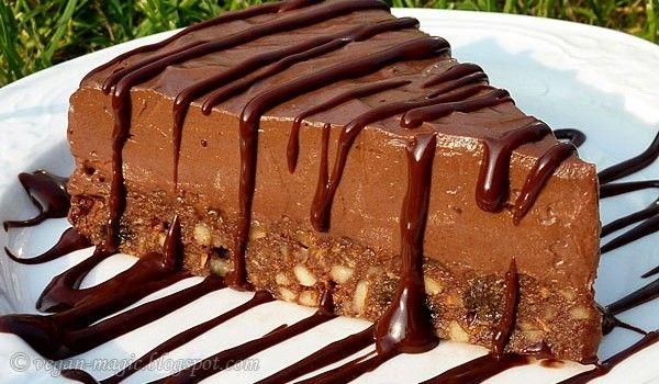 Υπέροχο σοκολατένιο γλύκισμα με μους σοκολάτας, τυριού χωρίς ψήσιμο. Μια συνταγή για ένα πεντανόστιμο σοκολατένιο γλύκισμα για τους λάτρεις της σοκολάτας και όχι μόνο. Υλικά συνταγής Για τη βάση: 120 γρ. μπισκότα digestive θρυμματισμένα στο multi 1/3 φλ. τσαγιού καρύδια σε μικρά κομμάτια 1/4 φλ. τσαγιού σταφίδες 1 πορτοκαλιού το ξύσμα 50 γρ. σοκολάτα κουβερτούρας …