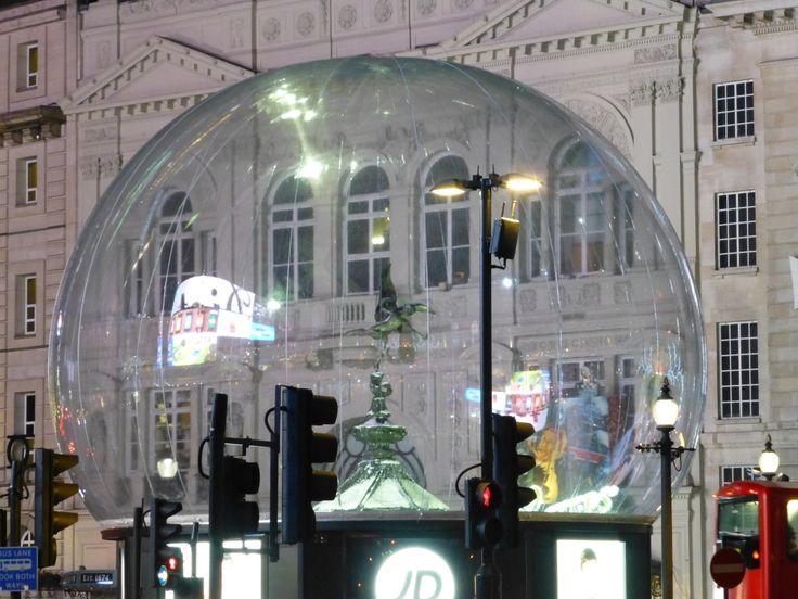 Eros Snow globe London Christmas 2013
