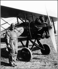Slavný letecký akrobat - Fr. Novák a jeho AVIA B-122