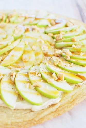 Taffy Apple Pizza with a sugar cookie crust and caramel topping!