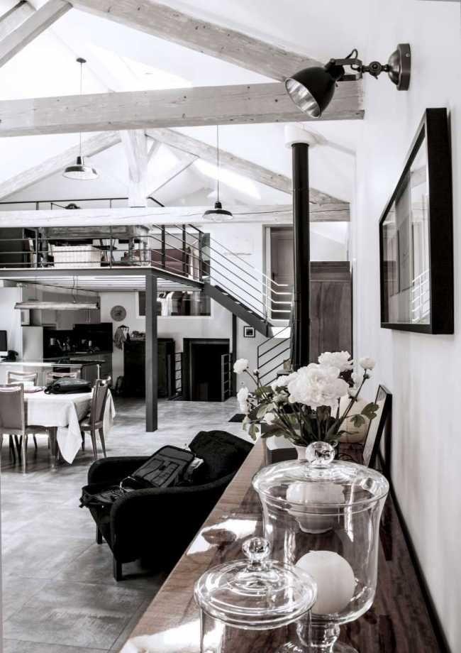 Spojením průmyslové architektury s tradičním venkovským stylem vzniklo harmonické bydlení