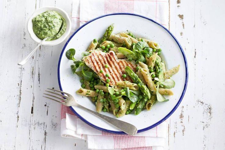 Vandaag op het menu: volkoren pasta (langzame koolhydraten) met mager vlees en zelfgemaakte pesto - Recept - Allerhande