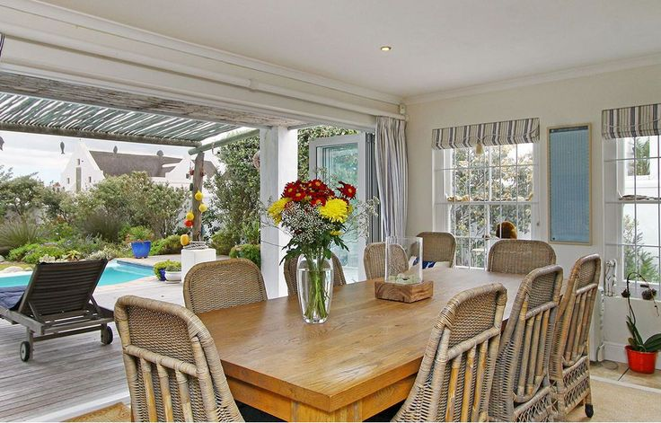 Self catering accommodation, Kommetjie, Cape Town   Dinning area  http://www.capepointroute.co.za/moreinfoAccommodation.php?aID=483