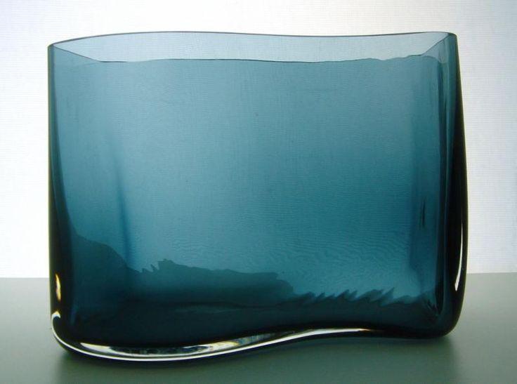 Signed Kaj Franck Nuutajarvi s-shaped vase | Designlasi.com