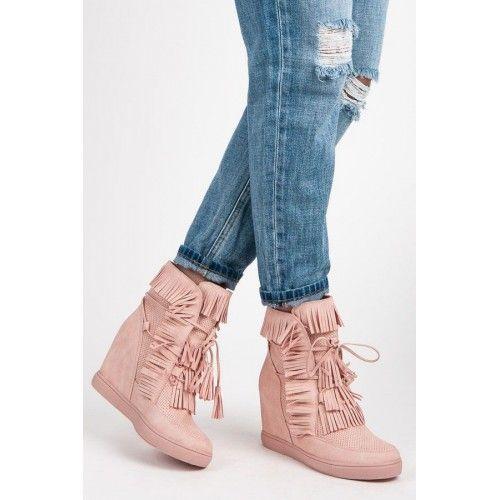 Dámské boty se skrytým klínkem SDS Odela růžové – růžová Pokud hledáte něco zajímavého, ale s prvotřídní kvalitou, tak vás jistě uspokojíme. Boty s třásněmi jsou vyrobeny se skrytým klínkem a se šněrovačkou. Takže je …