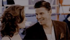Bones Season 2 Episode 8 The Woman in the Sand
