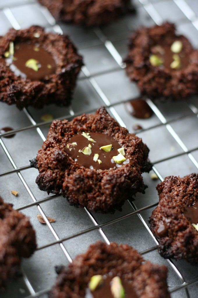 Saftige Schoko-Makronen mit dunklem Schokoladenkern - Kochkarussell.com