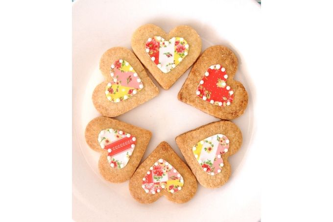 Large Vintage Pattern Heart Biscuits x6 by Pretty Biscuit
