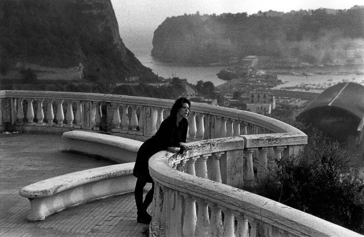 Ferdinando Scianna. ITALY. Naples.  Italian model Laura LINGUITTI. 1987