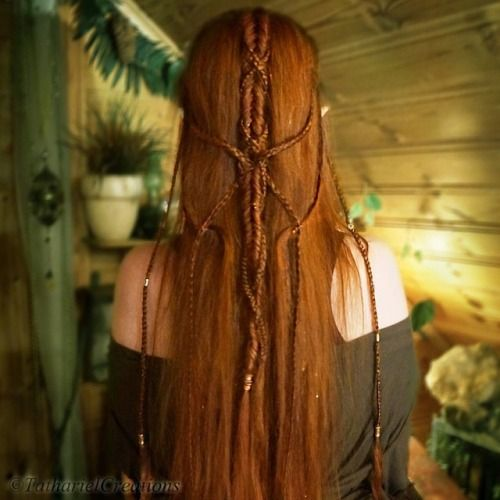 Tathariel's elaborate braided hairdo for one of the Hobbit premieres.