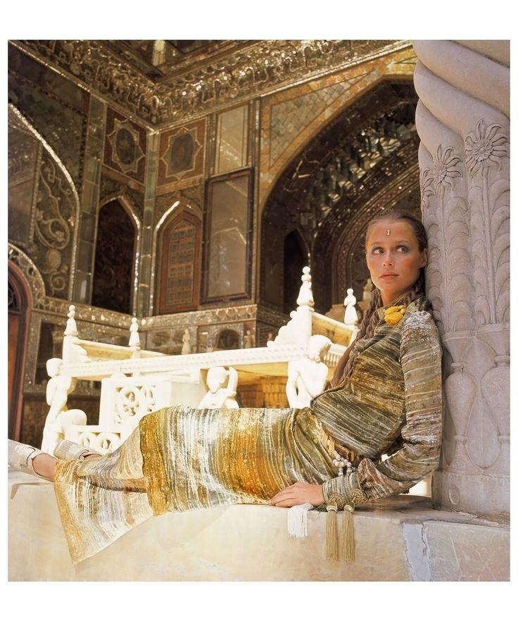 Lauren Hutton: by Henry Clarke / Vogue UK, 1969
