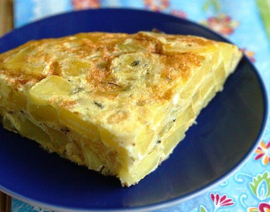 Сытная и вкусная, ароматная картофельная запеканка с зеленью и специями, приготовленная в мультиварке по итальянскому рецепту.