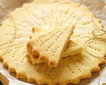 Lorna Doone Shortbread: Classic American recipe for a light biscuit (cookie) made with wheat flour and cornflour (cornstarch) bound with butter that's baked until just set and shaped into petticoat tails