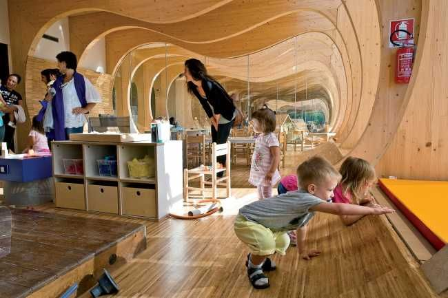 Interiér je mierkou aj materiálmi prispôsobený deťom.