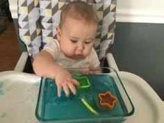 Une mini piscine pour captiver bébé