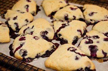 Homemade blueberry scones with Crème Fraîche and fresh blueberries, perfect for breakfast or tea time.