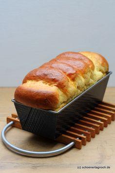Selbst gebackenes Toastbrot aus Hefeteig in der Kastenform                                                                                                                                                                                 Mehr