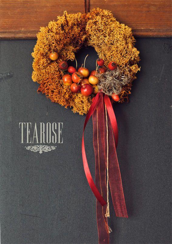 Őszi koszorú almával és mohával   autumn wreath with moss and apple