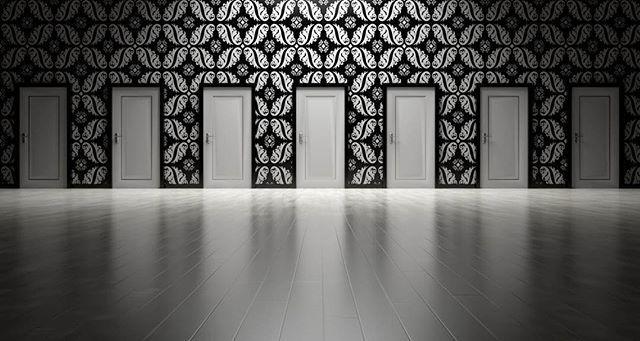 Ti melyik ajtót választanátok? Mi a tapétát és a laminált padlót. 😉😍 #tapéta #lamináltpadló #ajtó #feketefehér #blackandwhite #drpadlo