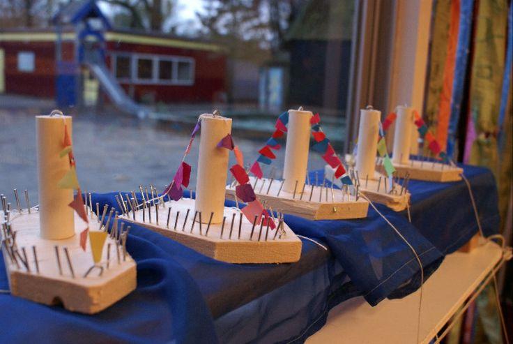 Stoomboot van Sint gemaakt aan de timmertafel. Groep 1/2