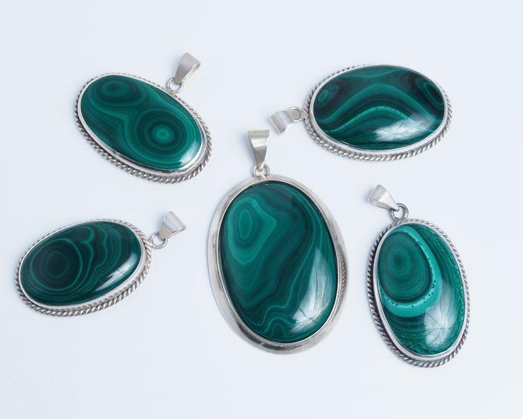 Verde malachit cât vezi cu ochii #metaphora #malachit #pandantive #india