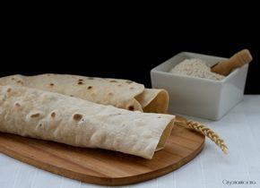 la piadina integrale senza strutto e lievito, ideale per essere farcita oppure come sostittuta del pane, si conserva per 3/4 giorni in frigorifero