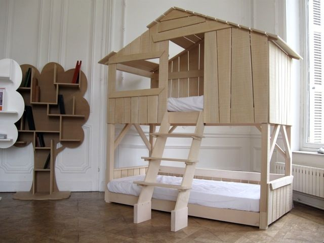 Another treehouse bed with bed underneath.