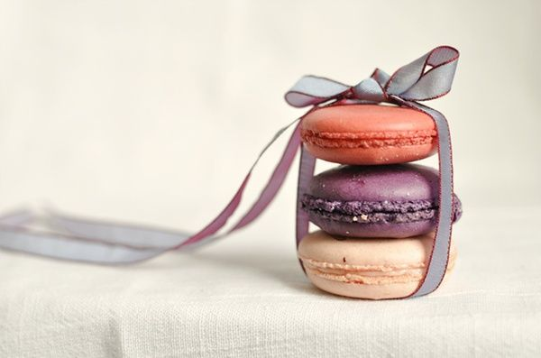 macarons: Ribbons Bows, Macaroons, Idea, Sweet, Food, French Macaroons, French Macaron, Bridal Shower Gifts, Wedding Gifts