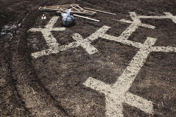 OSEA2 - Gandolfo G. David - work in progress dell'installazione di m 10 di diametro realizzata per Agrifestival Hippana 2013 - Palazzo Adriano - Sicily