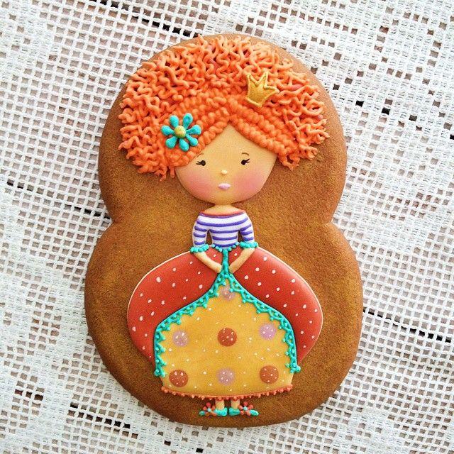 Принцесса сразу поближе! ♥ увидела эту иллюстрацию и сразу захотелось нарисовать!  #honeycake #honey_cake #cookie #cookieart #cookiedecorating #cookies #decoratedcookie #gingerbread #royalicing #имбирныепряники #имбирноепеченье #имбирныепряникиназаказ #пряникиручнойработы #ручнаяработа #расписныепряники #Катиныпряники #имбирныепряникиhoneycake #имбирные #пряники #имбирныйпряник #печенье #dolls #пряник #куколка #девочка #sweet  #принцесса #princess